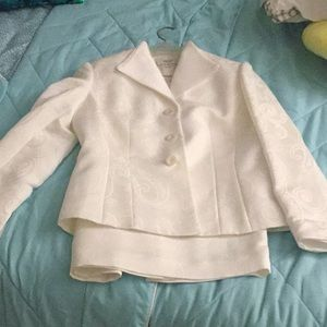 Women's ivory 2 piece  le suit  essentials